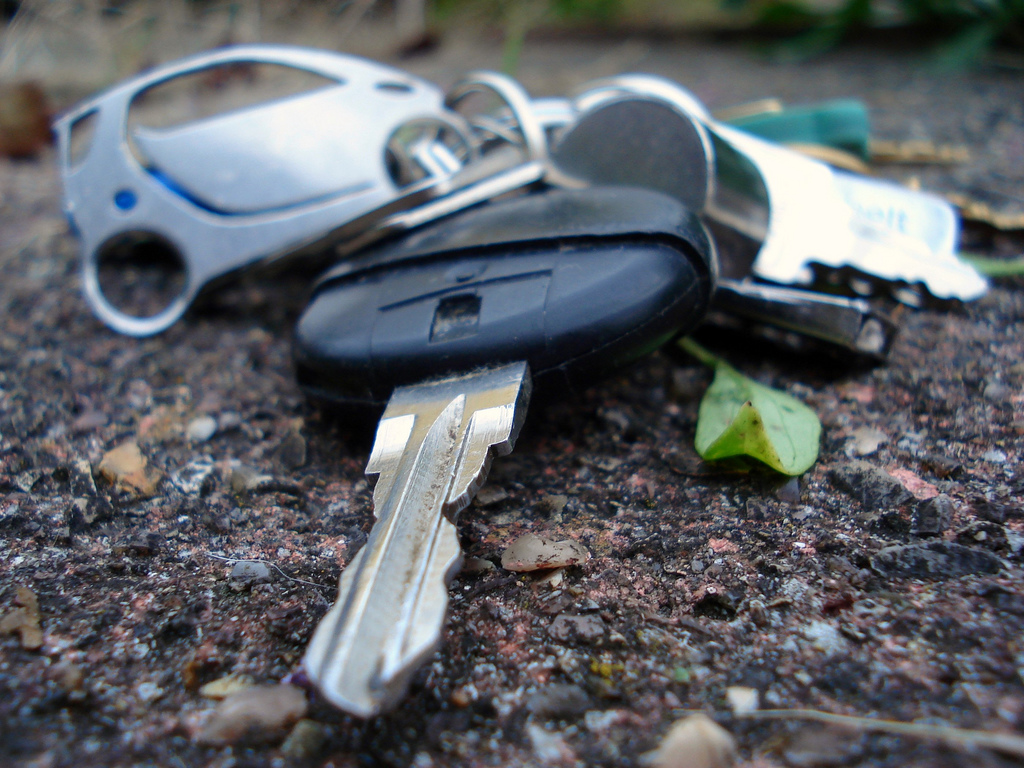 Datakeys car keys lost replacement 247 locksmith auto locksmith near me car key emergency car key specialist4 - Why Should You Only Allow A Professional Locksmith To Repair Or Replace Your Car Keys?
